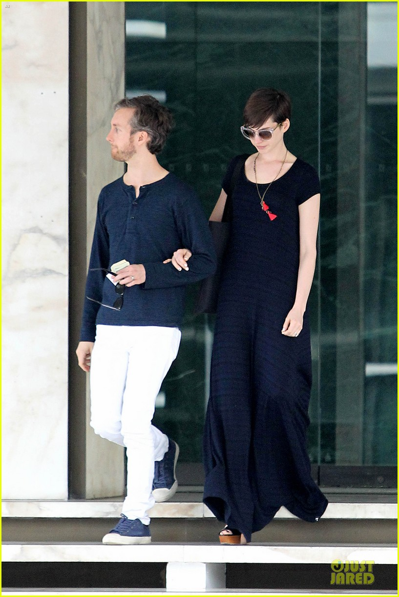 anne hathaway adam shulman medical office visiting couple 172803000