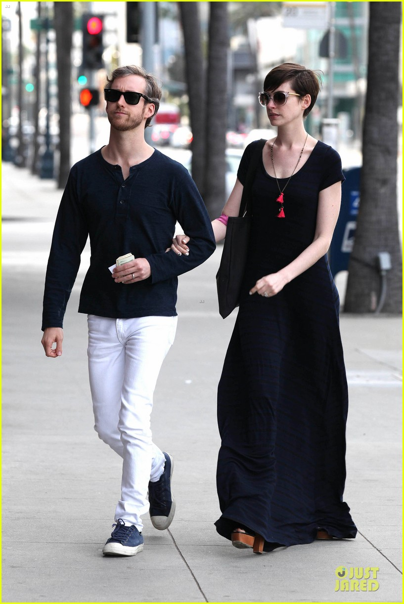 anne hathaway adam shulman medical office visiting couple 202803003