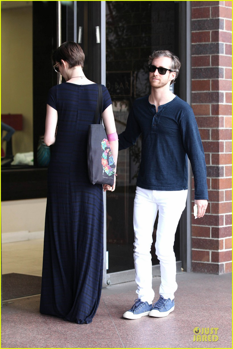 anne hathaway adam shulman medical office visiting couple 212803004