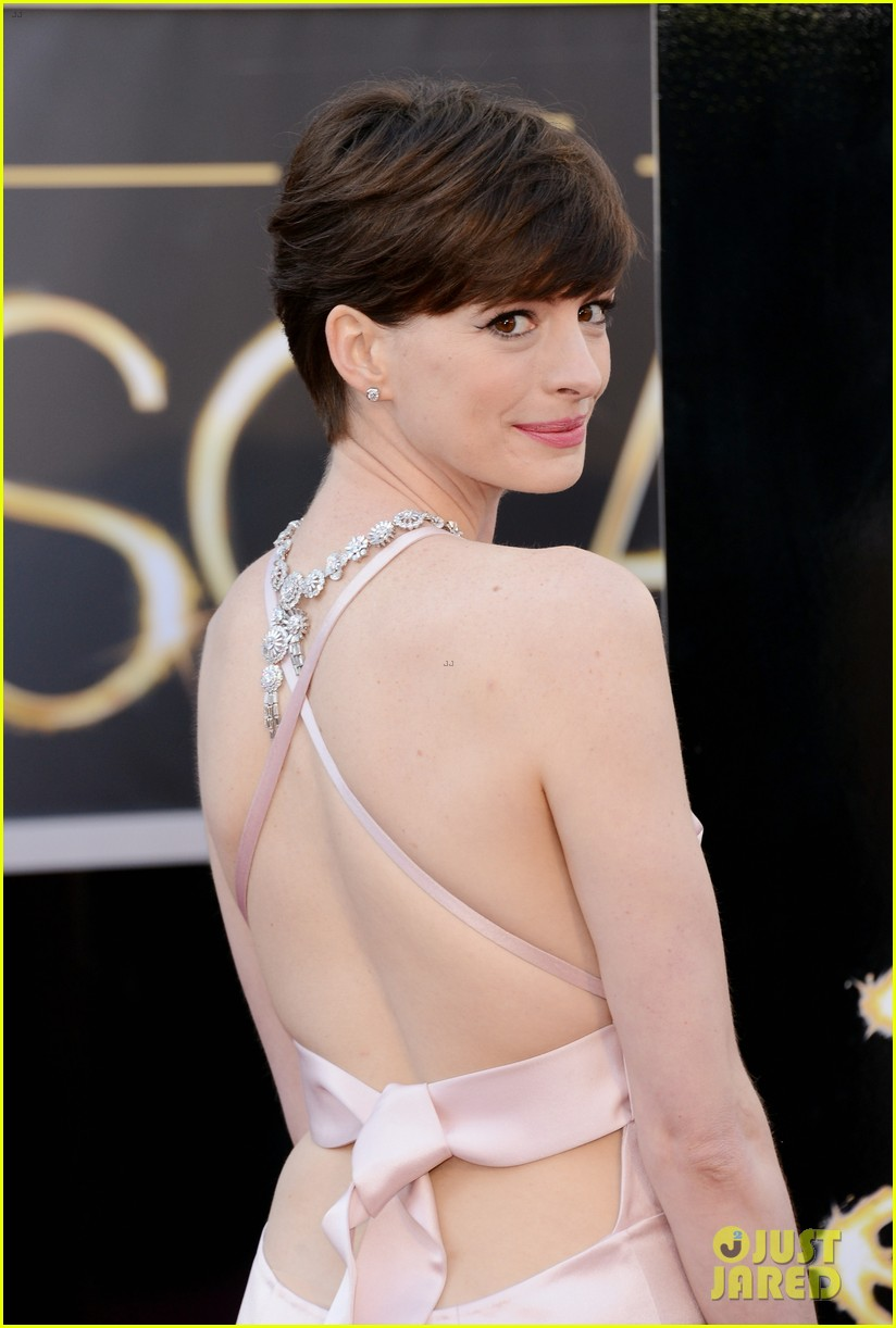 anne hathaway oscars 2013 red carpet 022819070