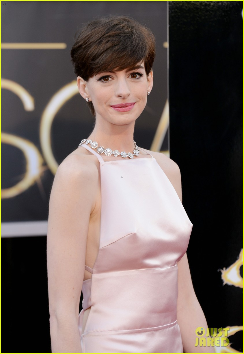 anne hathaway oscars 2013 red carpet 082819076