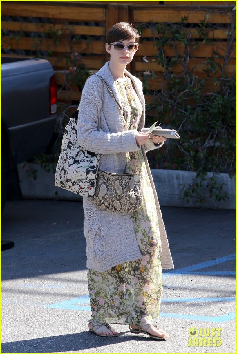 anne hathaway steps out post oscar win in beverly hills 012821294