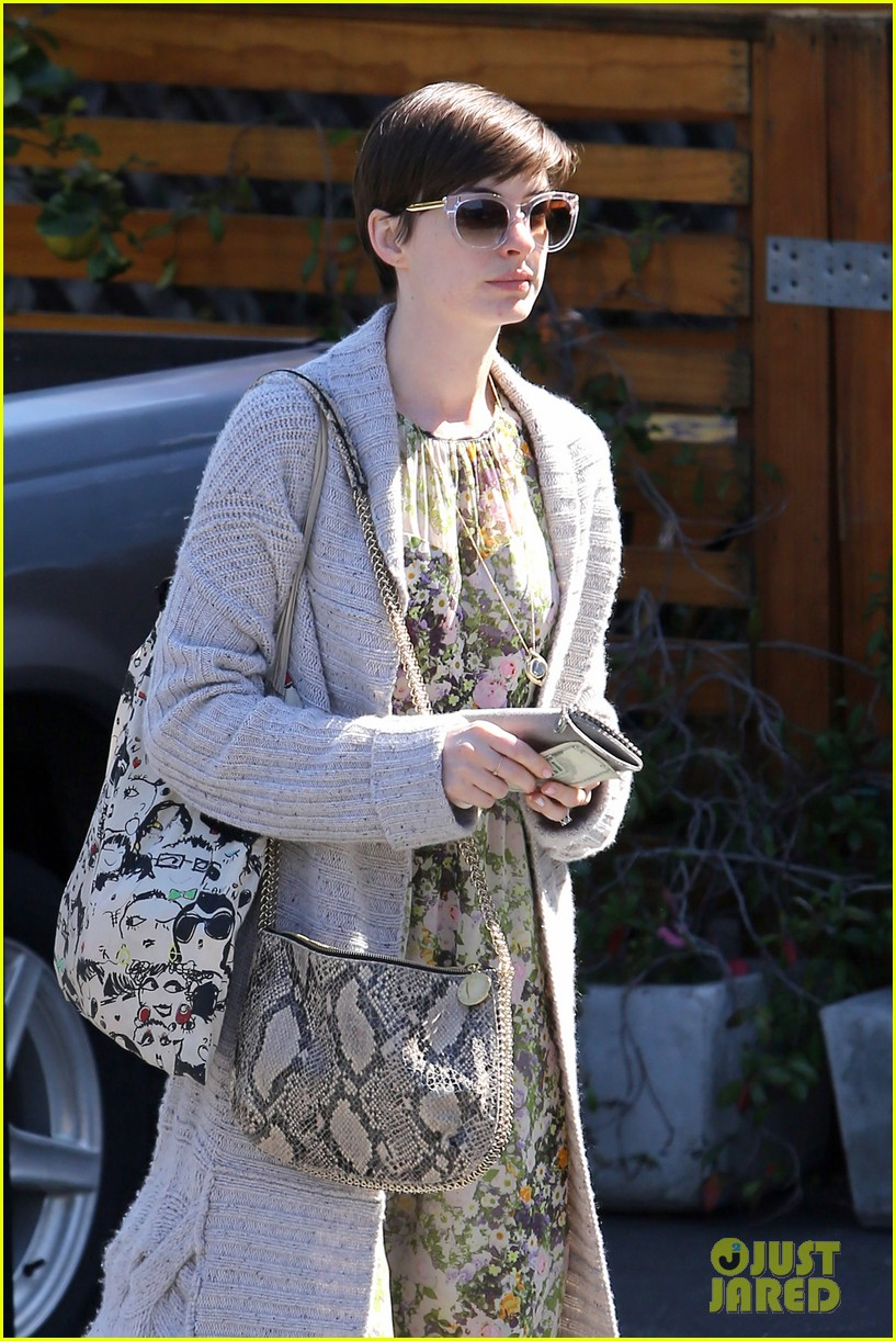 anne hathaway steps out post oscar win in beverly hills 03