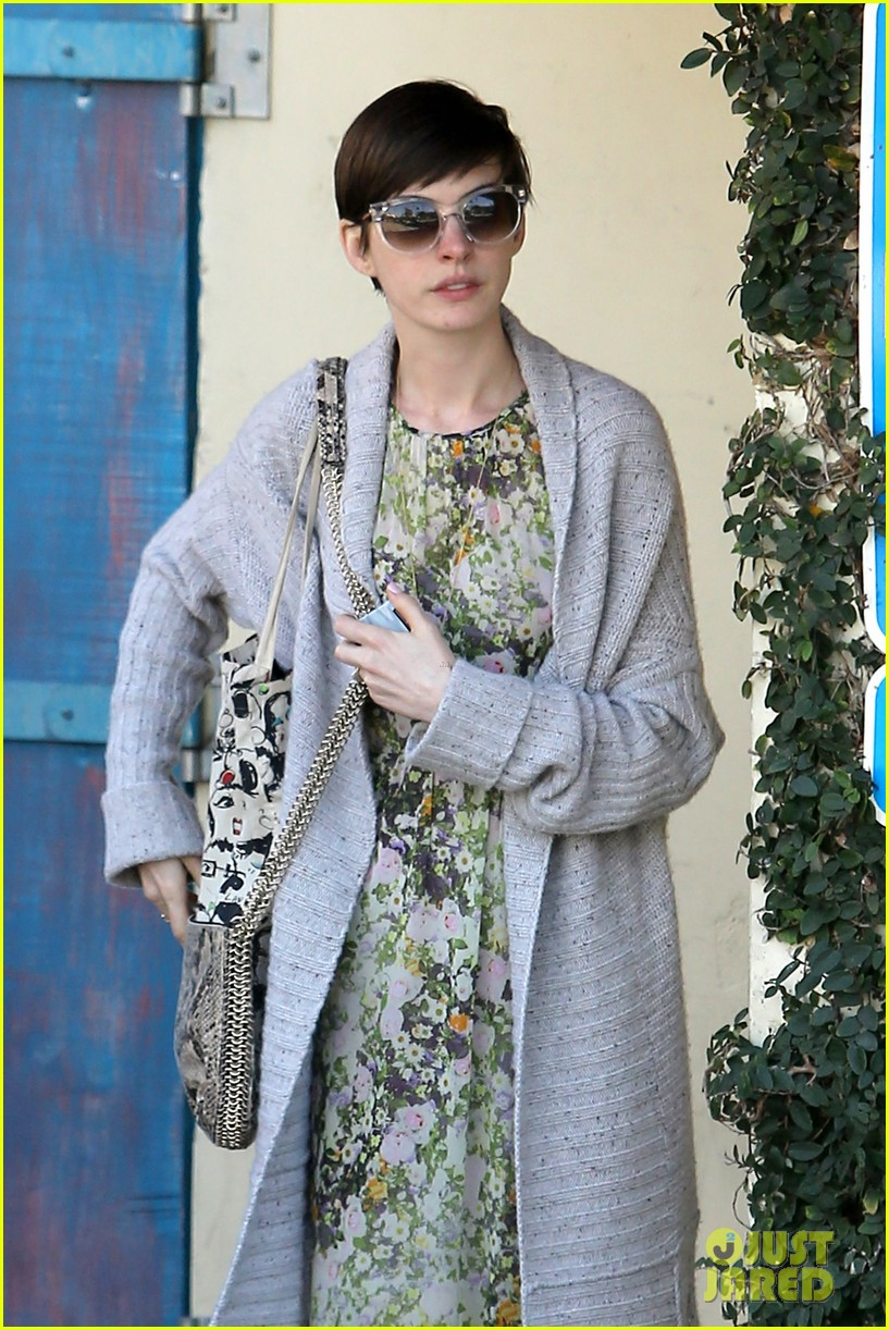 anne hathaway steps out post oscar win in beverly hills 102821303