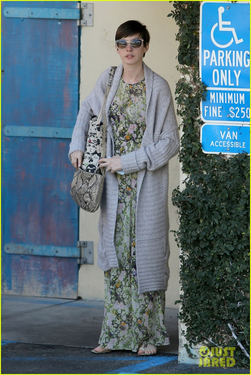 anne hathaway steps out post oscar win in beverly hills 13