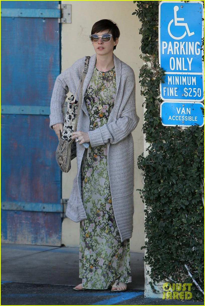 anne hathaway steps out post oscar win in beverly hills 142821307