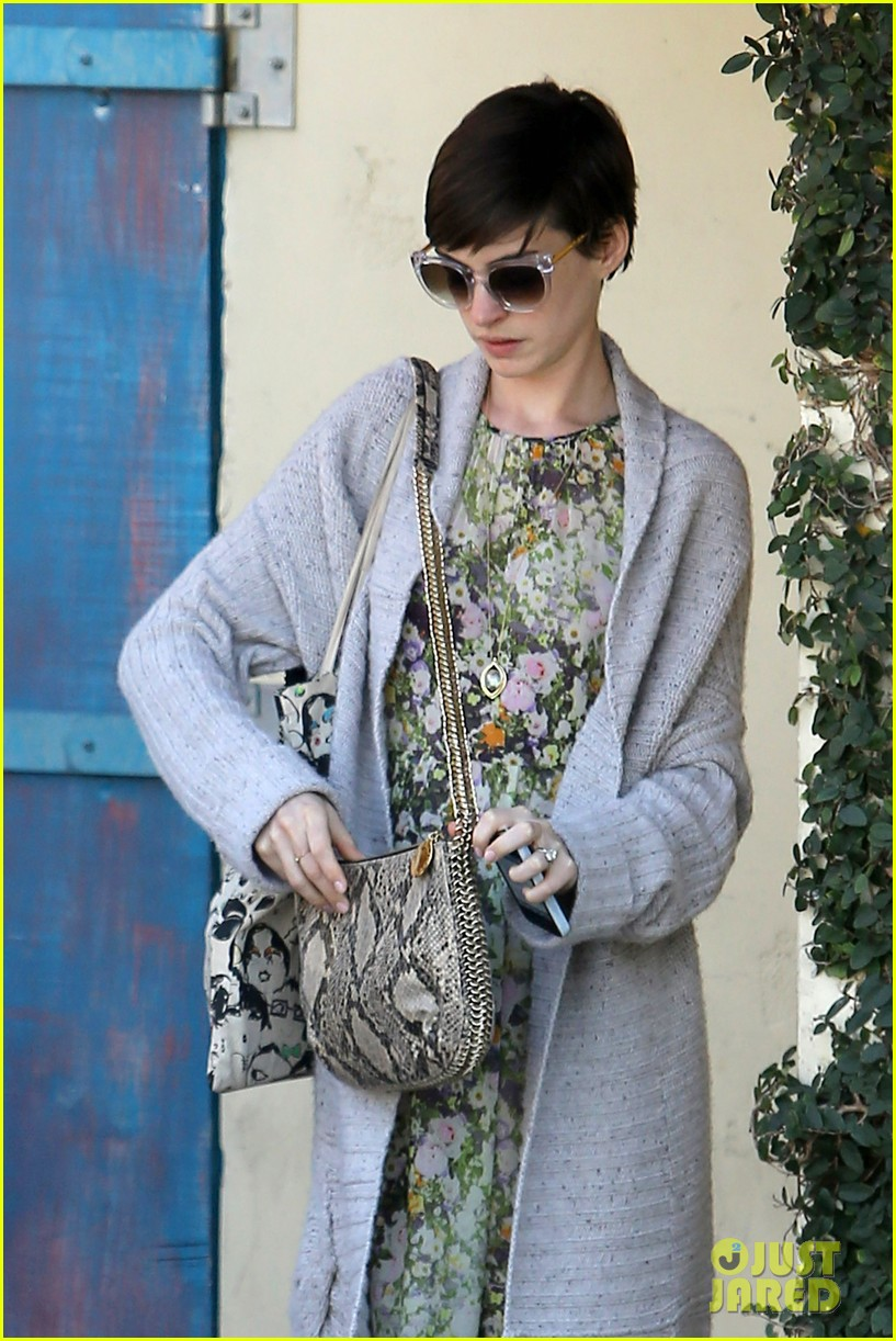 anne hathaway steps out post oscar win in beverly hills 152821308