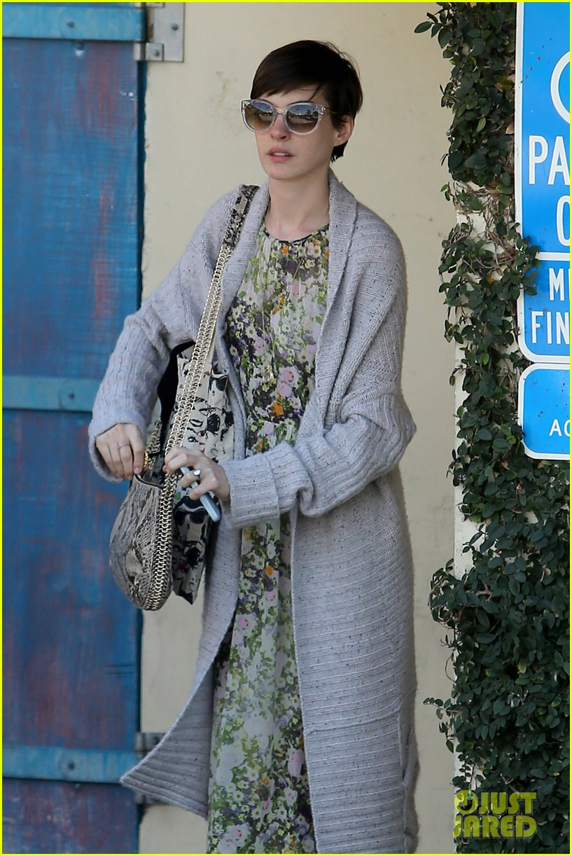 anne hathaway steps out post oscar win in beverly hills 16