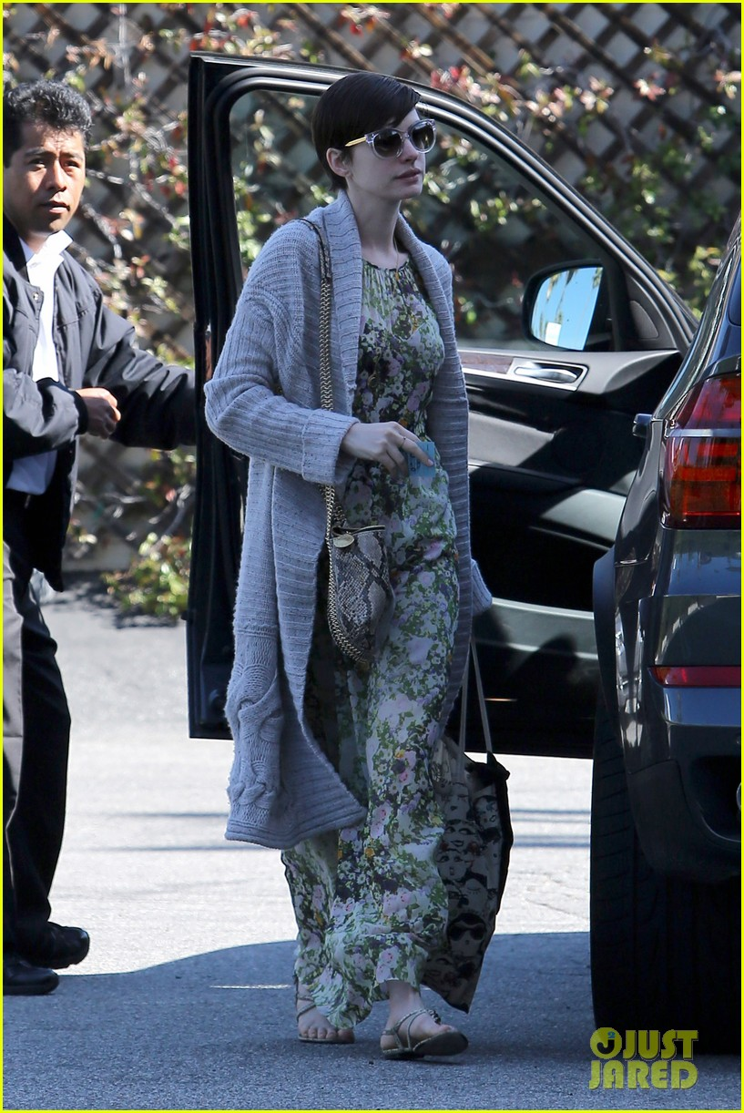 anne hathaway steps out post oscar win in beverly hills 182821311