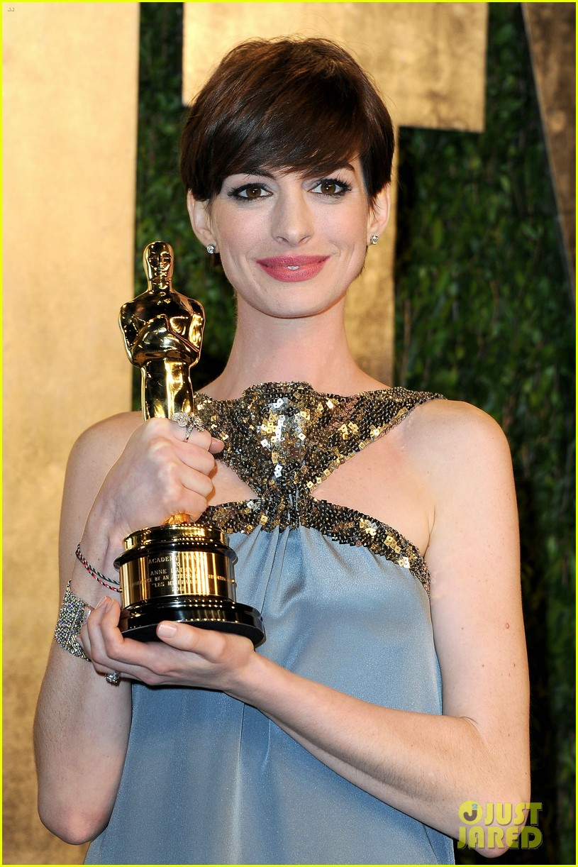 anne hathaway adam shulman vanity fair oscars party 2013 062820253