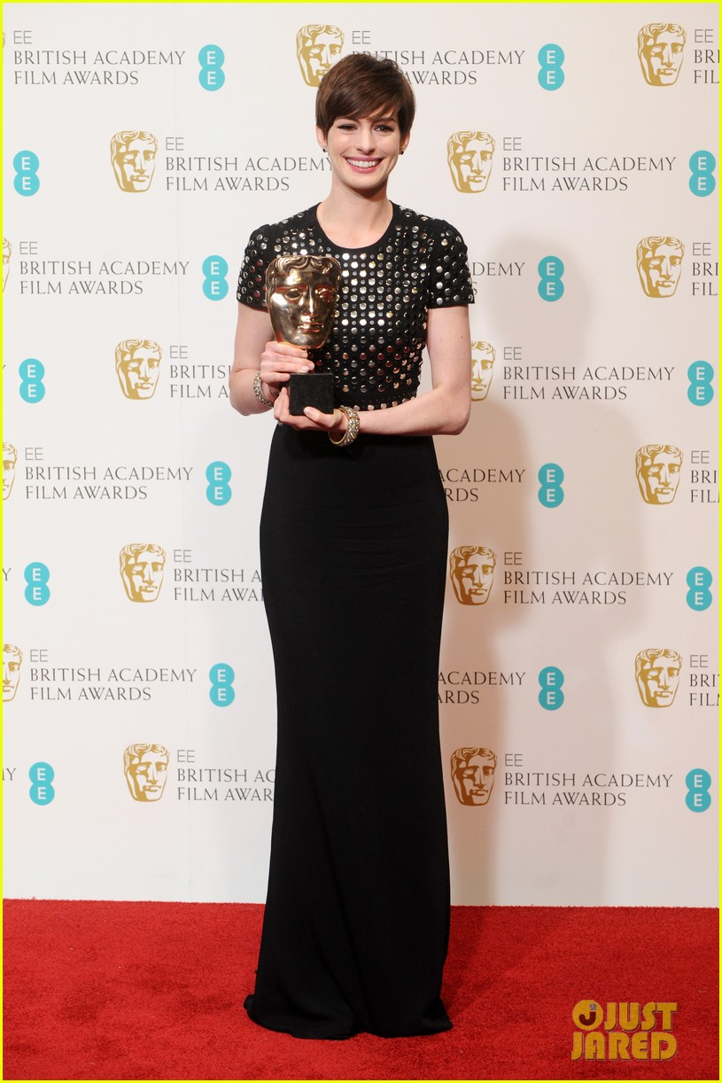 anne hathaway wins best supporting actress baftas 2013 032808964