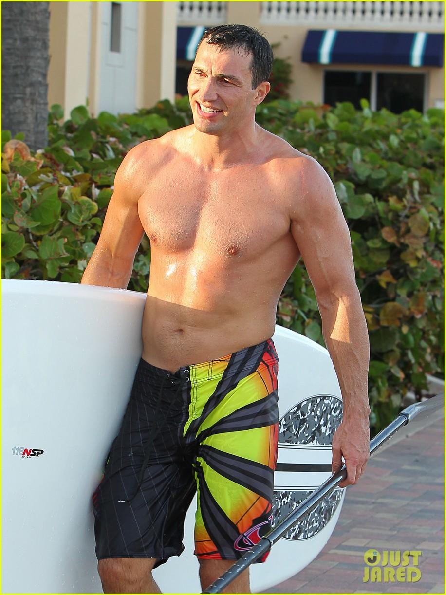 hayden panettiere miami beach day with shirtless wladimir klitschko 022815718