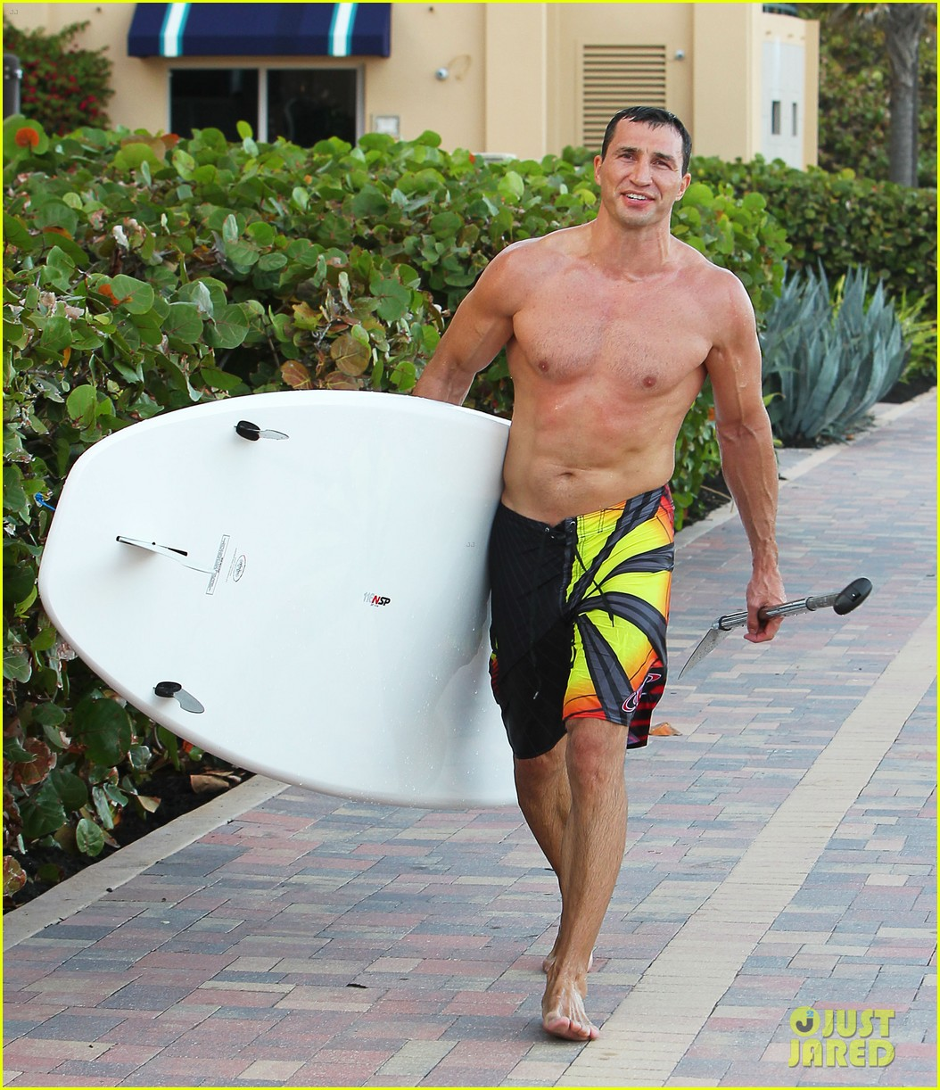 hayden panettiere miami beach day with shirtless wladimir klitschko 07