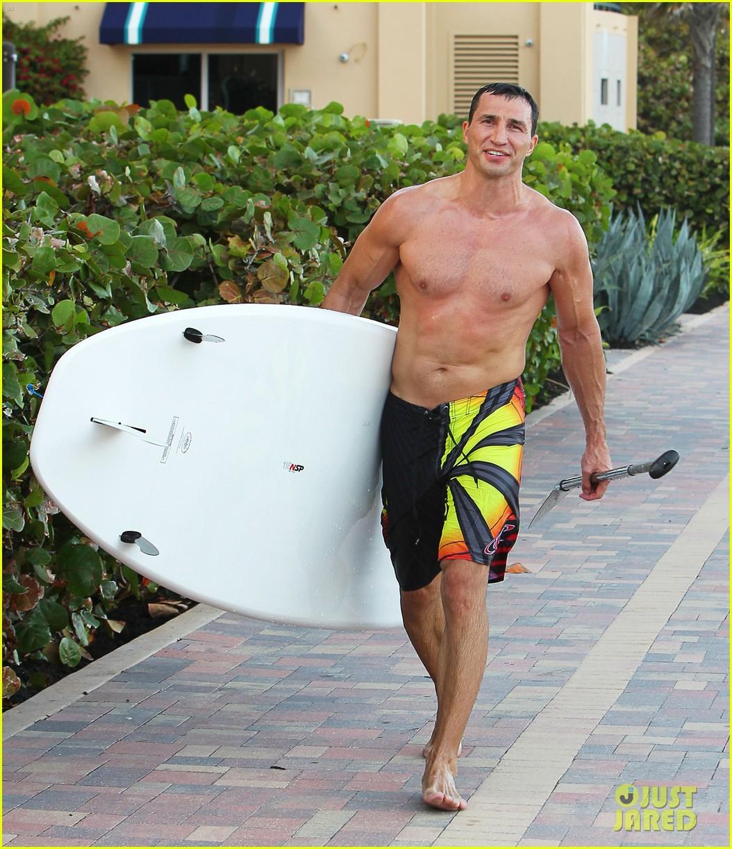 hayden panettiere miami beach day with shirtless wladimir klitschko 072815723