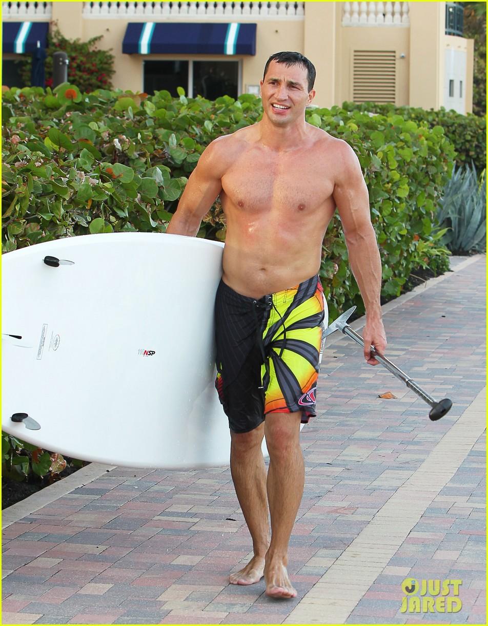 hayden panettiere miami beach day with shirtless wladimir klitschko 092815725