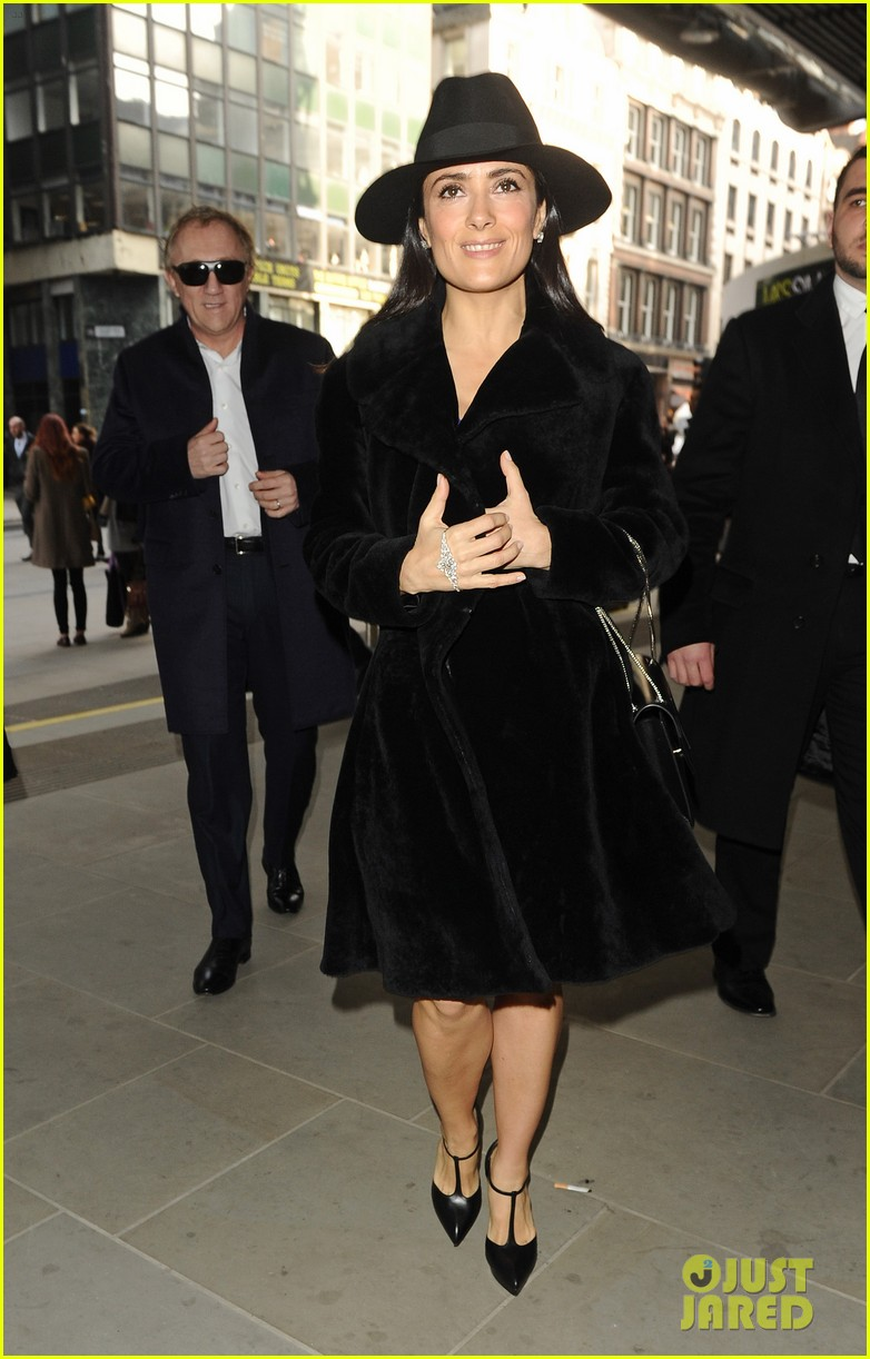 salma hayek christopher kane fashion show 03