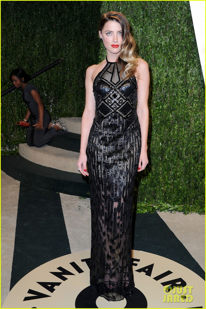 amber heard vanity fair oscars party 2013 06