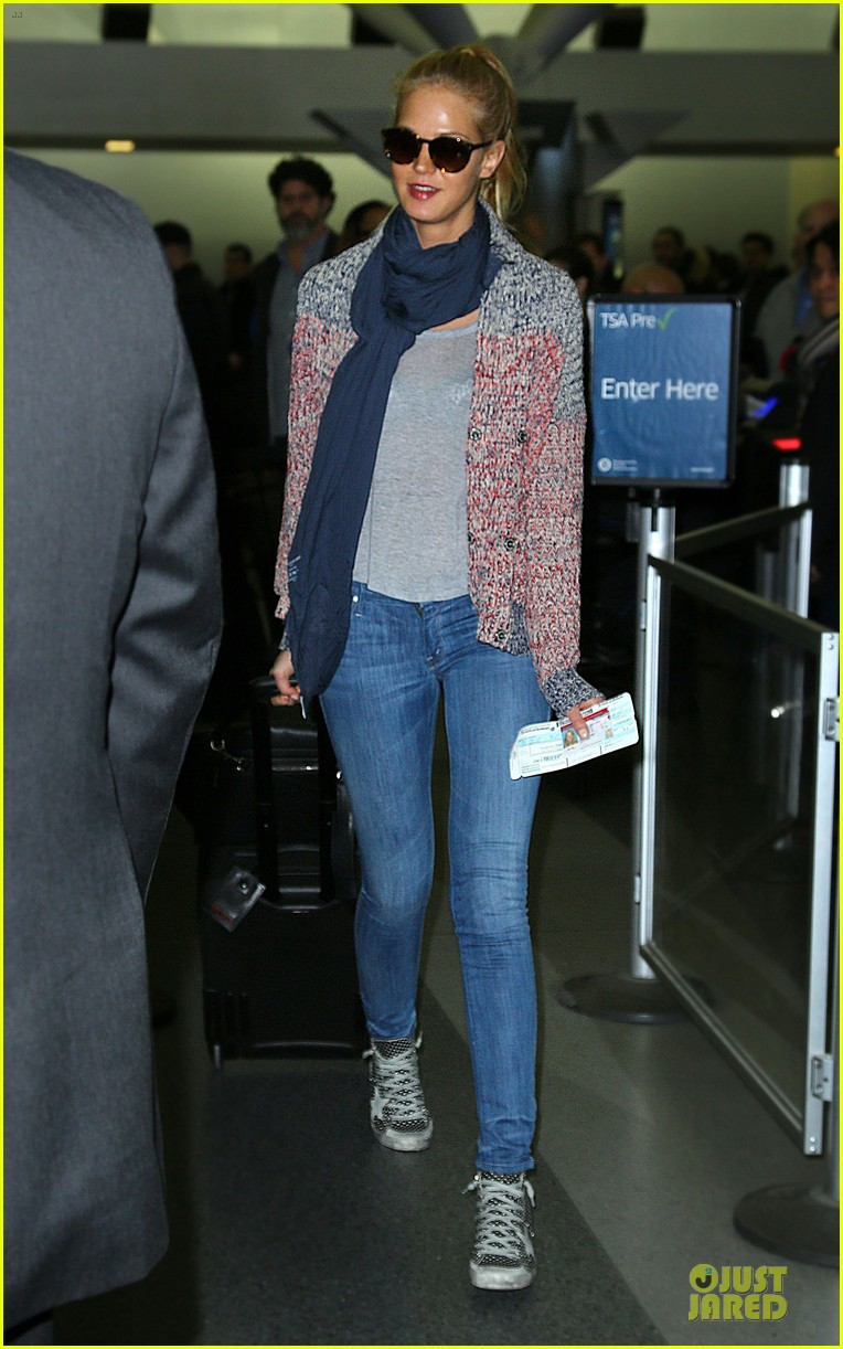 erin heatherton autograph signing at jfk airport 012815383