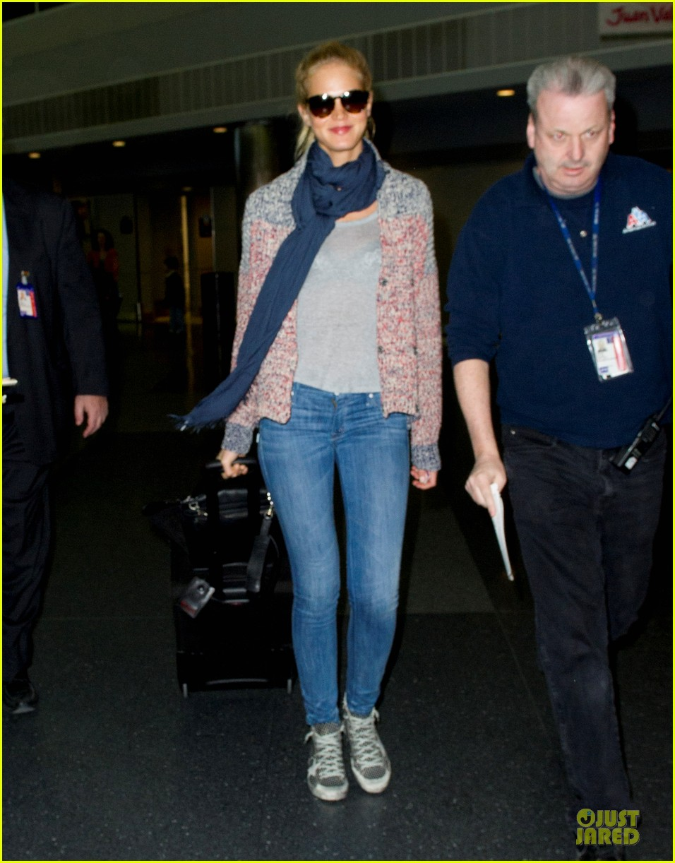erin heatherton autograph signing at jfk airport 032815385