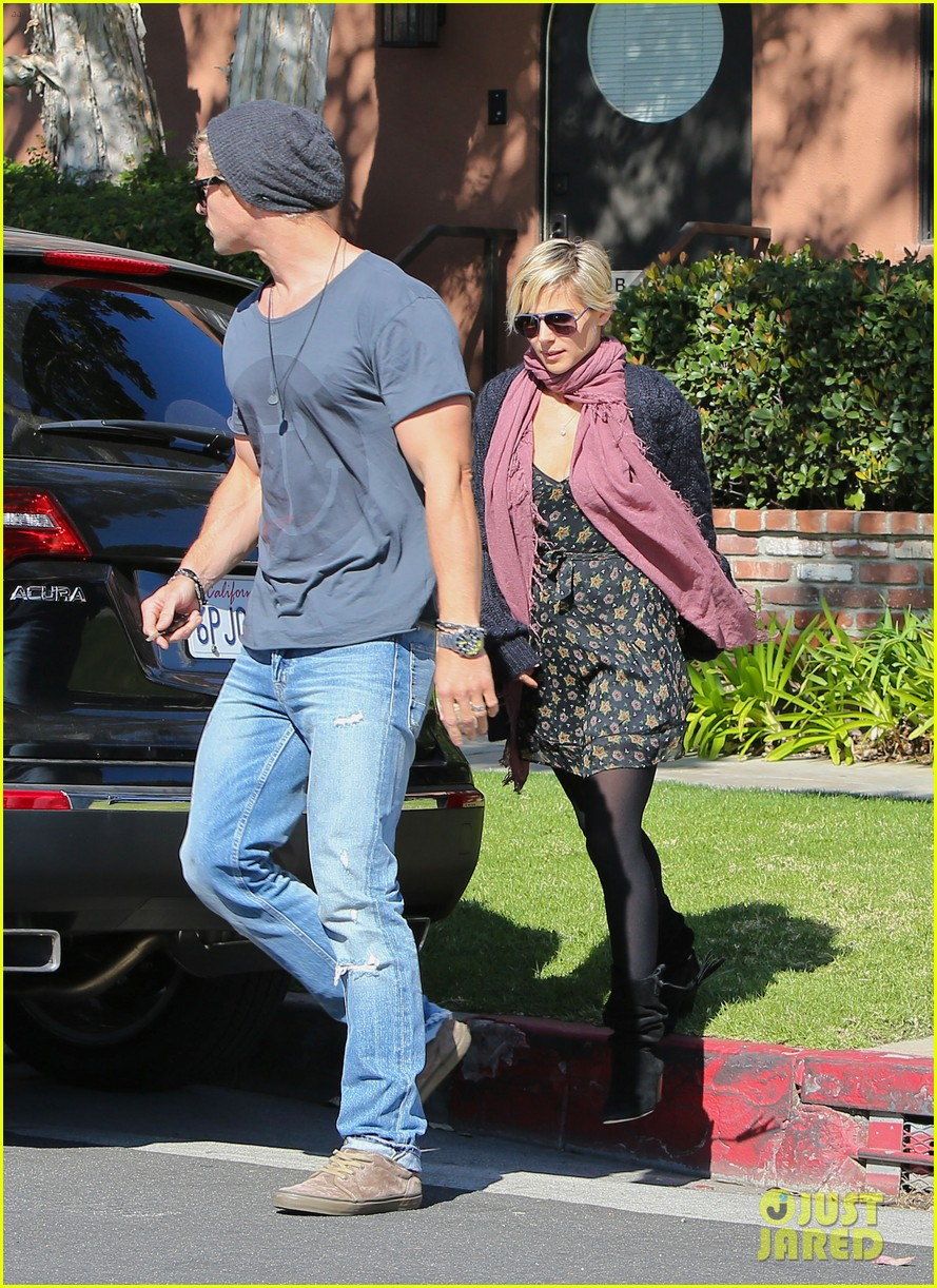 chris hemsworth elsa pataky doctors visit with india 052811521