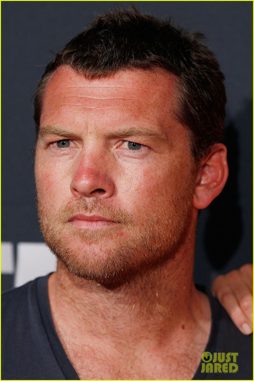 chris hemsworth sam worthington 2013 foxtel launch 05