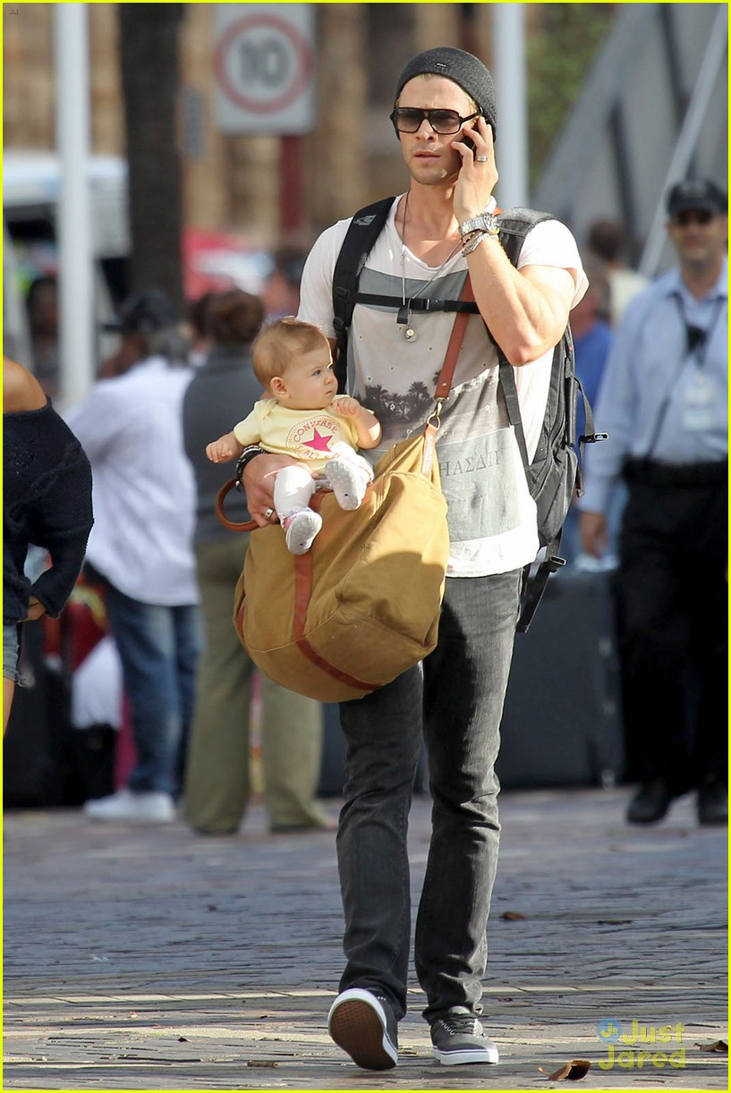 chris hemsworth elsa pataky sydney stroll with india 072814748