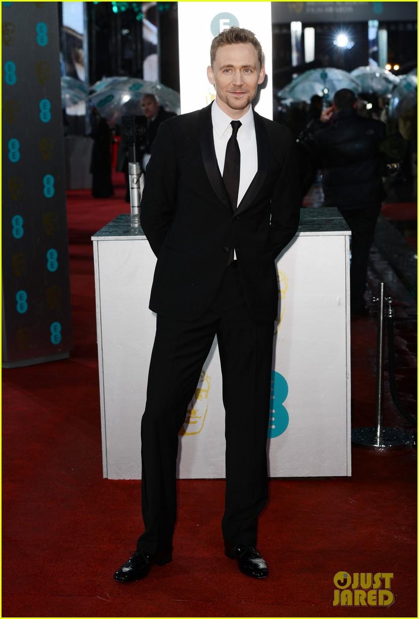 tom hiddleston saoirse ronan baftas 2013 red carpet 012809052