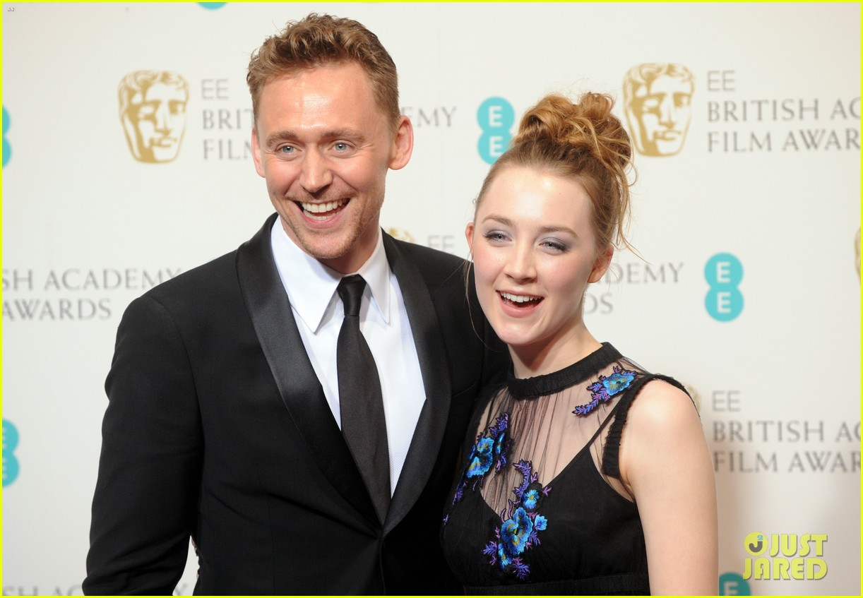 tom hiddleston saoirse ronan baftas 2013 red carpet 032809054