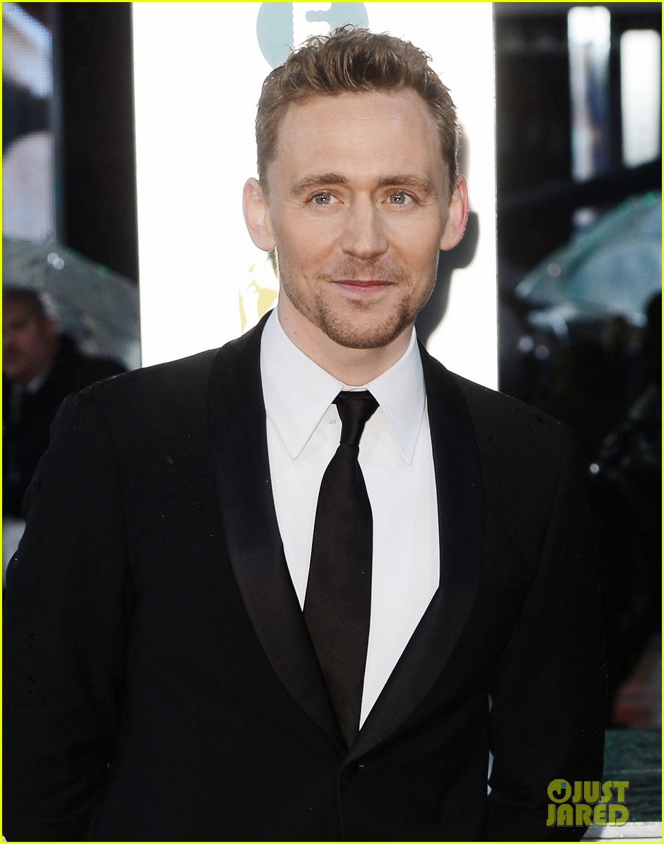 tom hiddleston saoirse ronan baftas 2013 red carpet 042809055