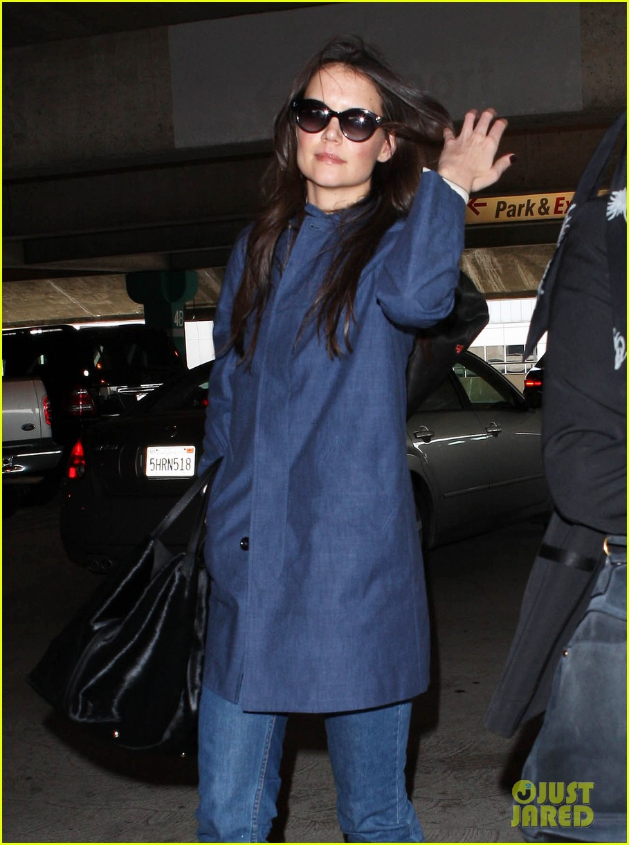 katie holmes flies from jfk to lax 022816674