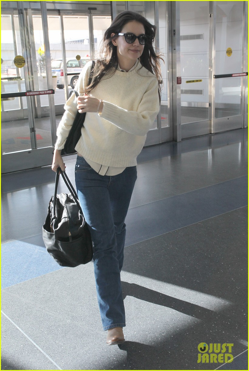 katie holmes flies from jfk to lax 042816676