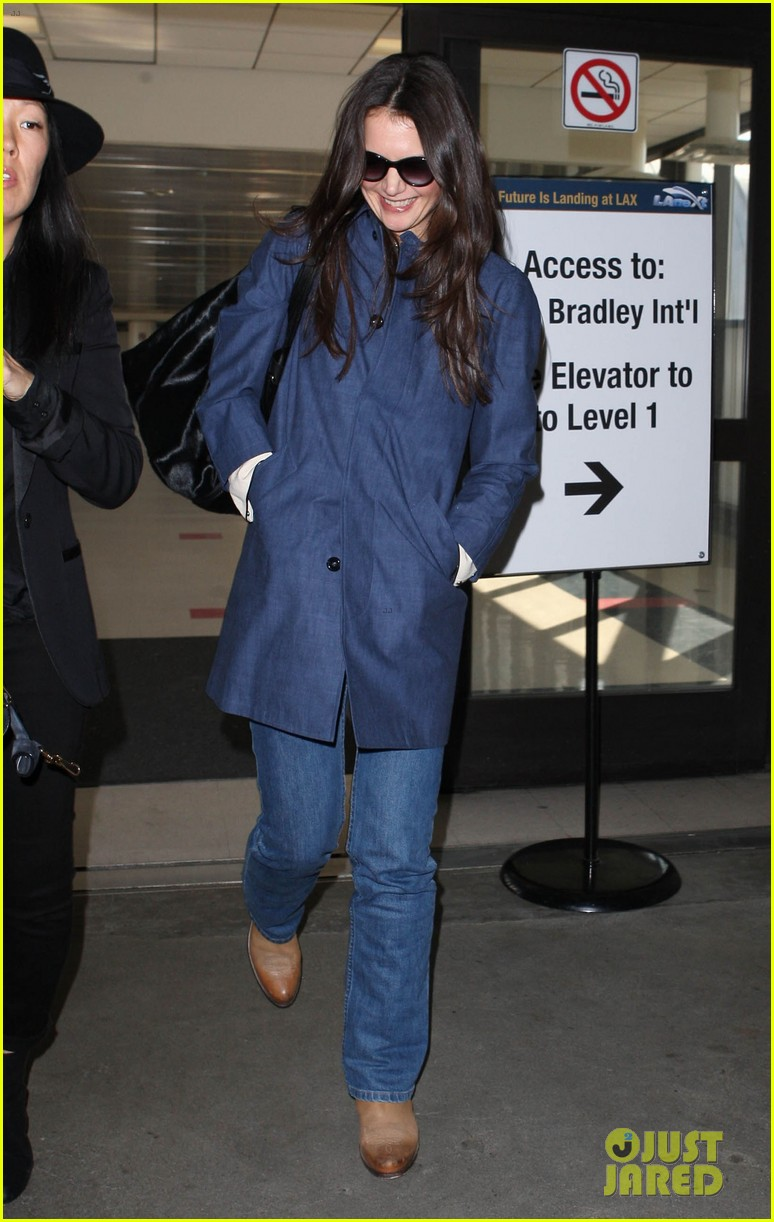 katie holmes flies from jfk to lax 102816682