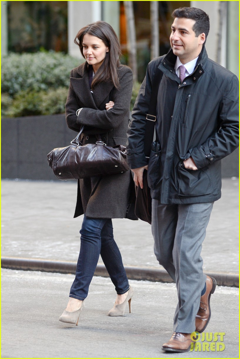 katie holmes celebrates with suri gets breakfast with lawyer 05