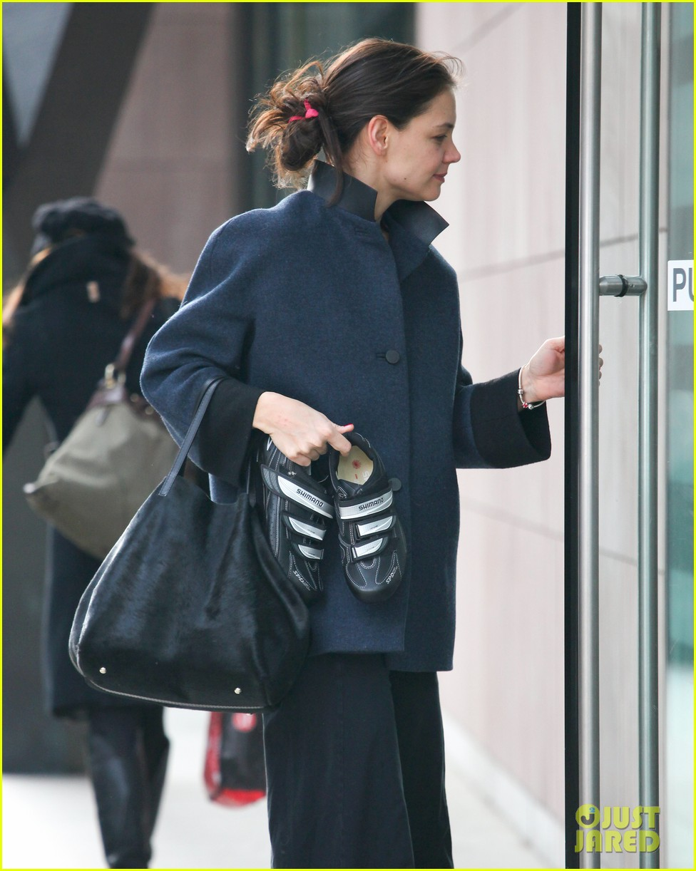 katie holmes morning workout after suri dropoff 02
