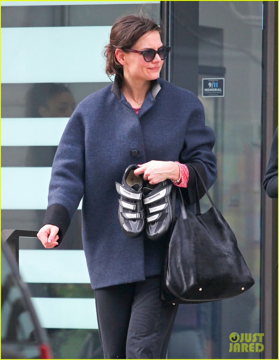 katie holmes morning workout after suri dropoff 042821209