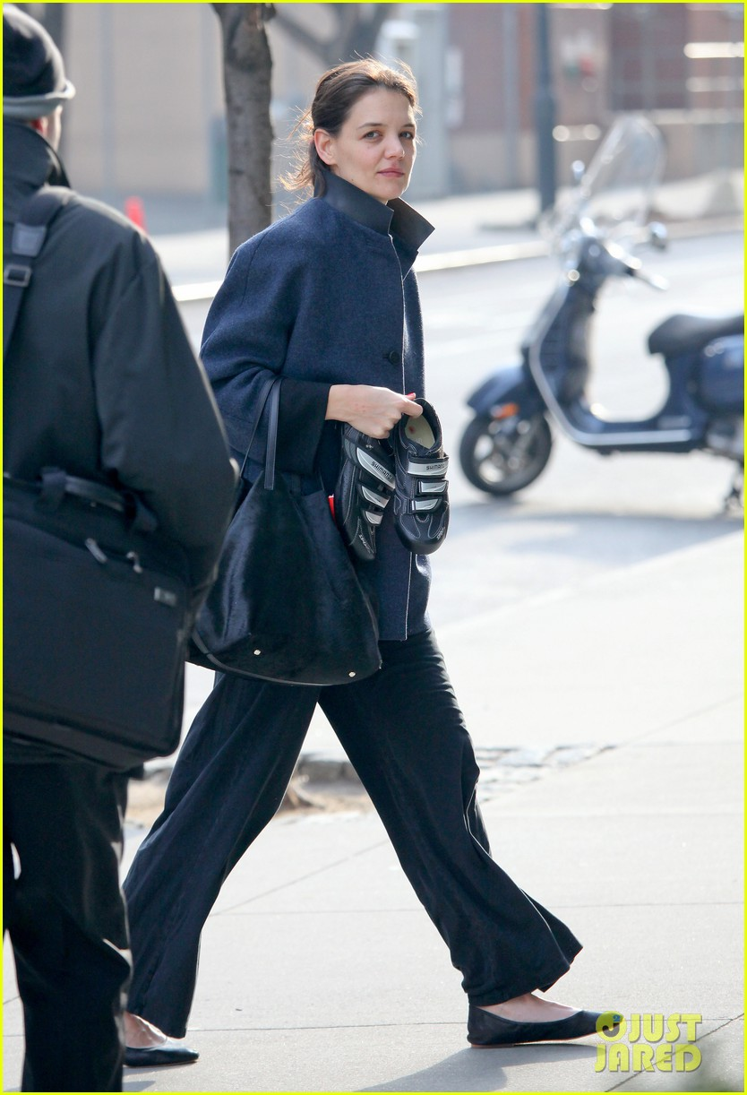 katie holmes morning workout after suri dropoff 062821211