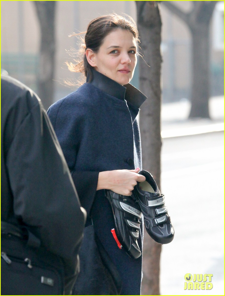 katie holmes morning workout after suri dropoff 082821213