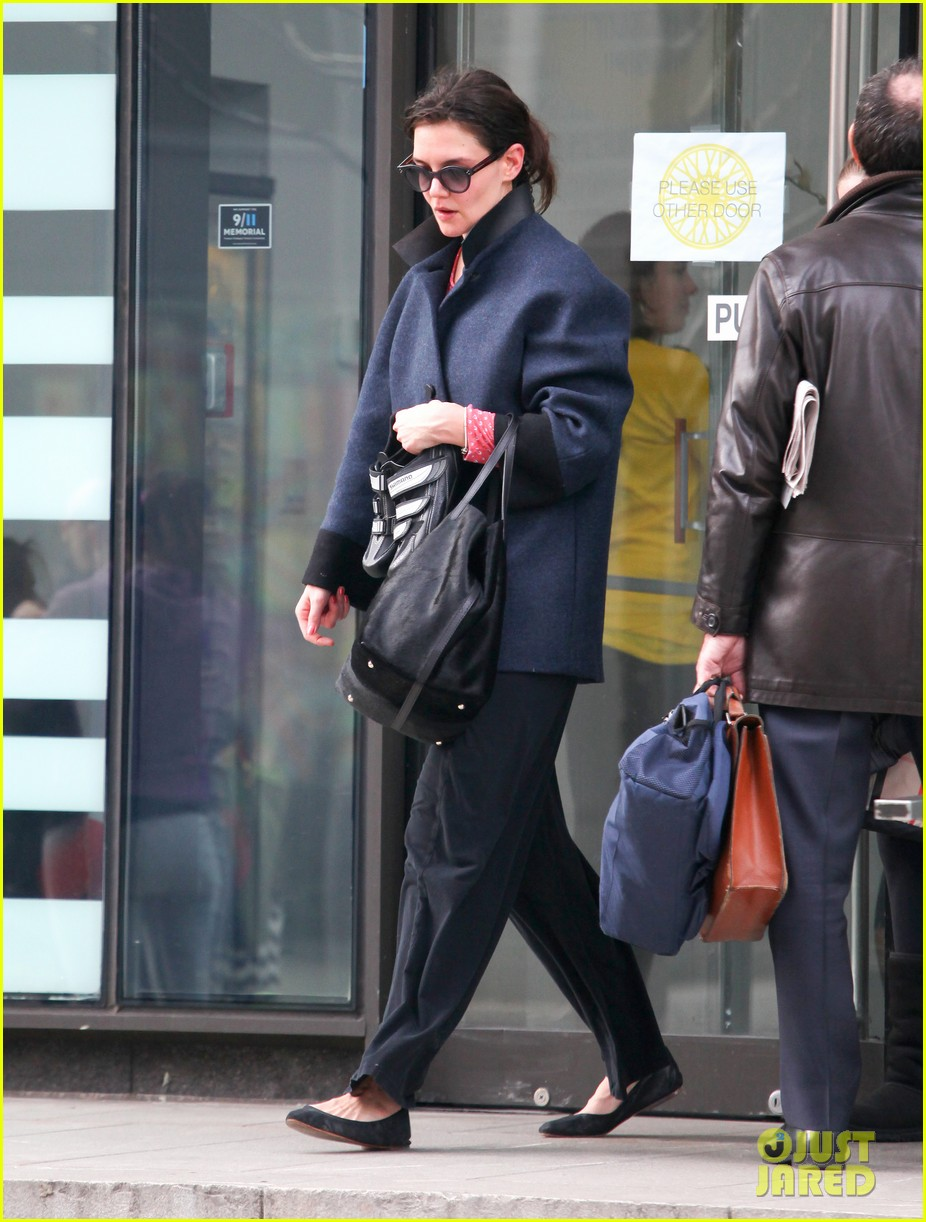 katie holmes morning workout after suri dropoff 112821216