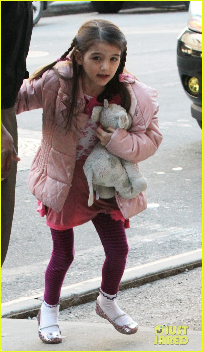 katie holmes red pancakes for suri on valentines day 022803779