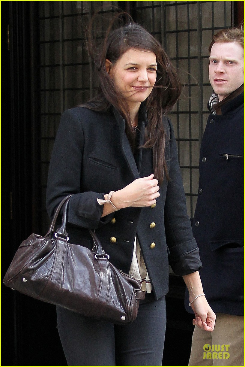 katie holmes skips new york fashion week this month 04