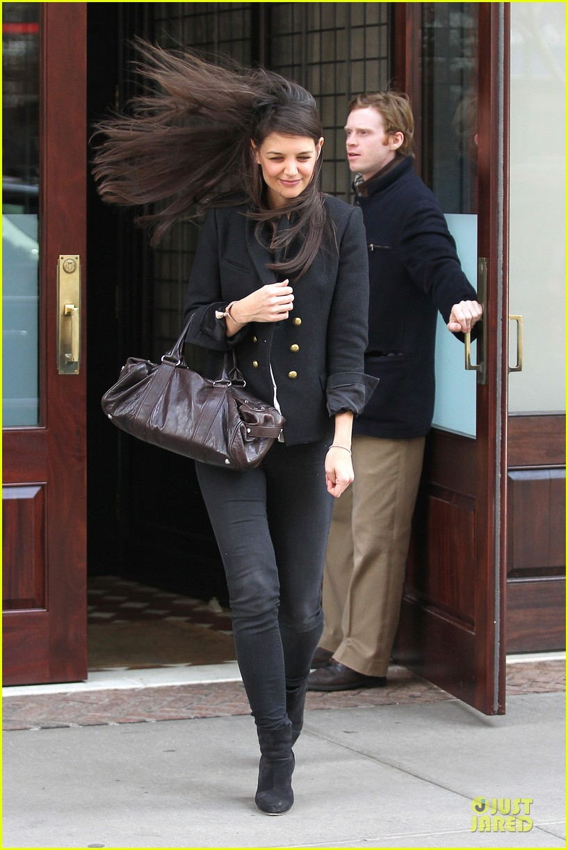 katie holmes skips new york fashion week this month 052802691