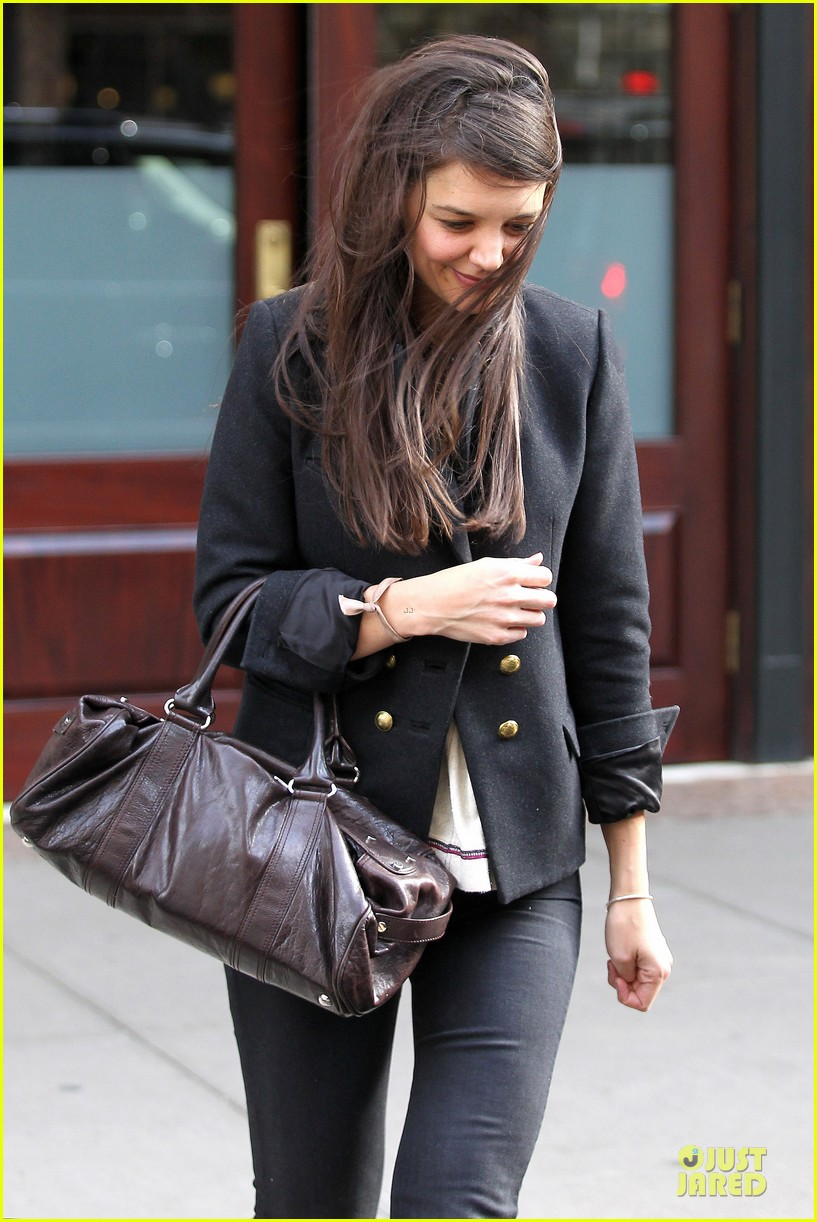 katie holmes skips new york fashion week this month 072802693