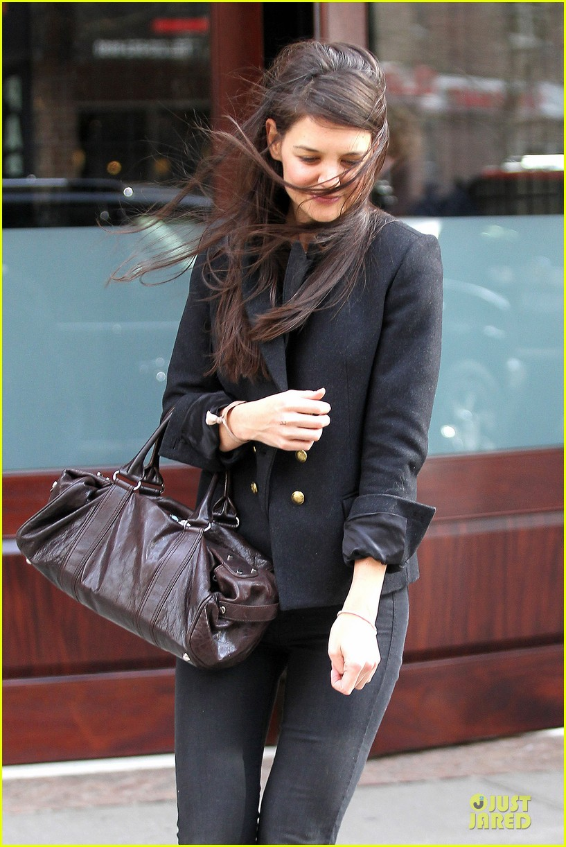 katie holmes skips new york fashion week this month 082802694