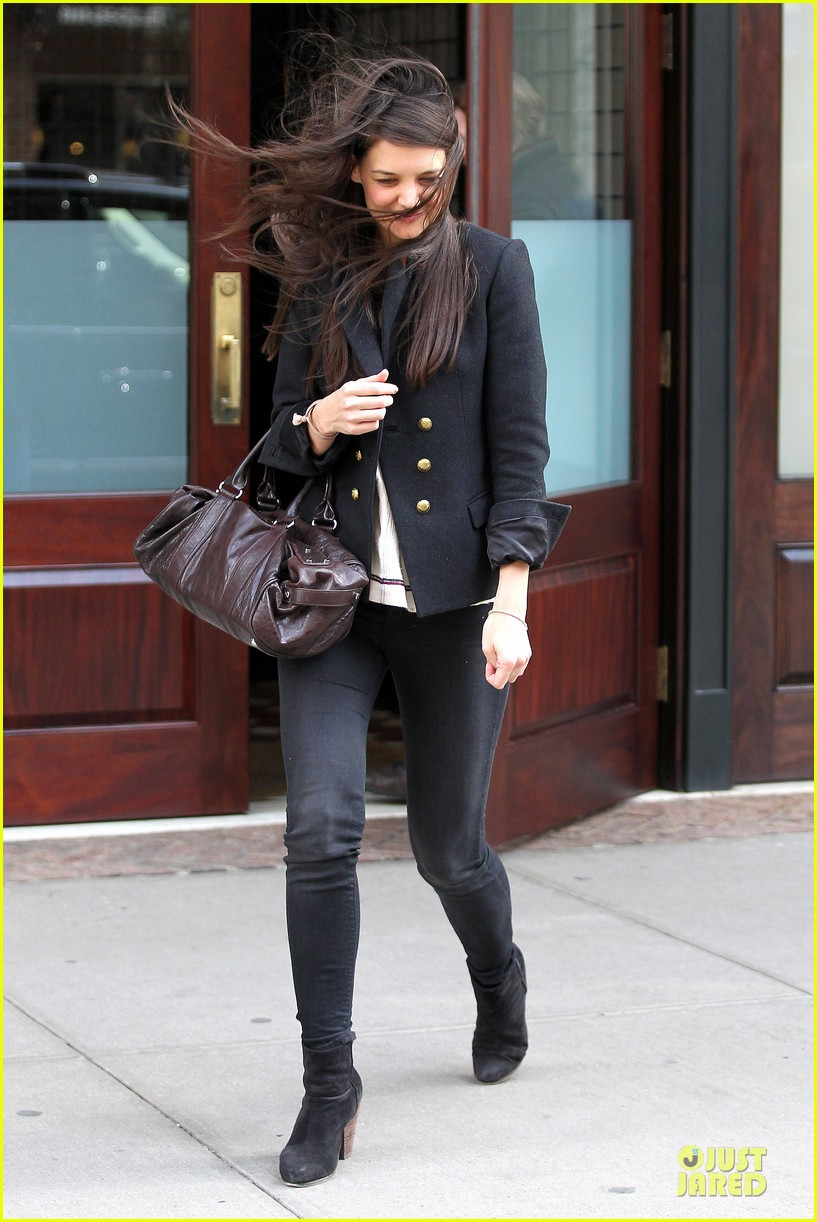 katie holmes skips new york fashion week this month 142802700