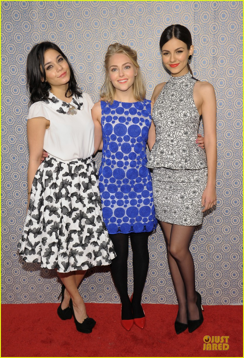 vanessa hudgens katharine mcphee alice olivia fashion show 01