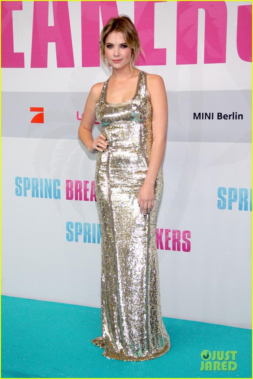 vanessa hudgens selena gomez spring breakers berlin premiere 052815198
