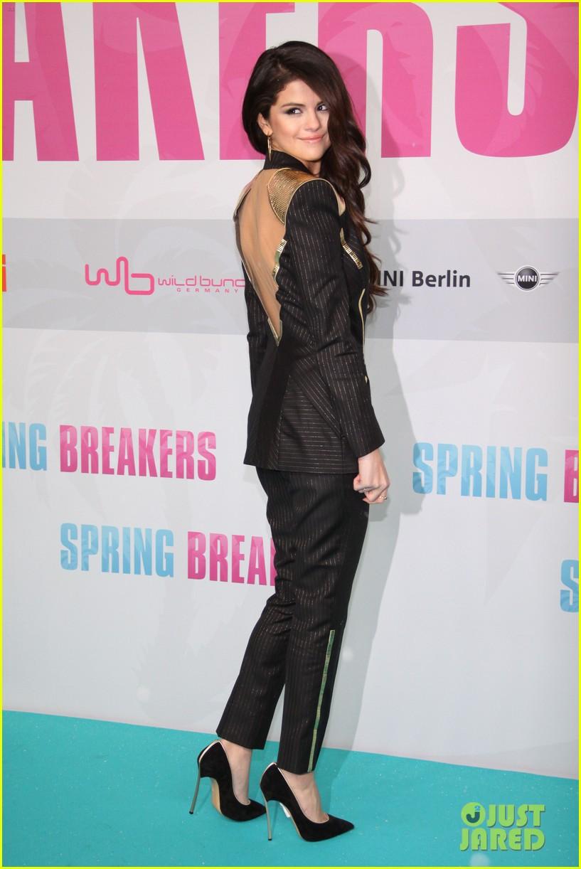 vanessa hudgens selena gomez spring breakers berlin premiere 08