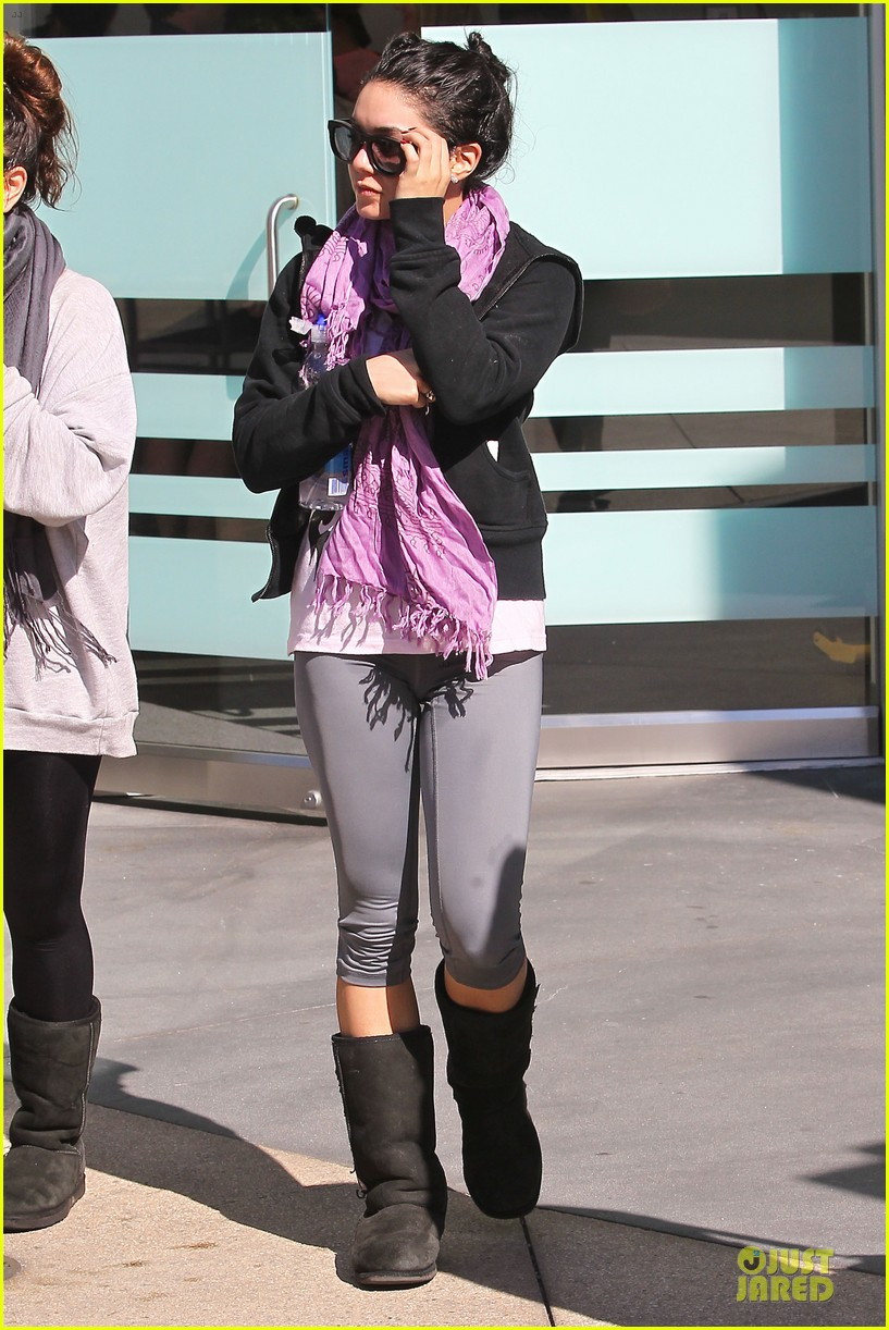 vanessa hudgens spring breakers behind the scenes video watch now 012821332
