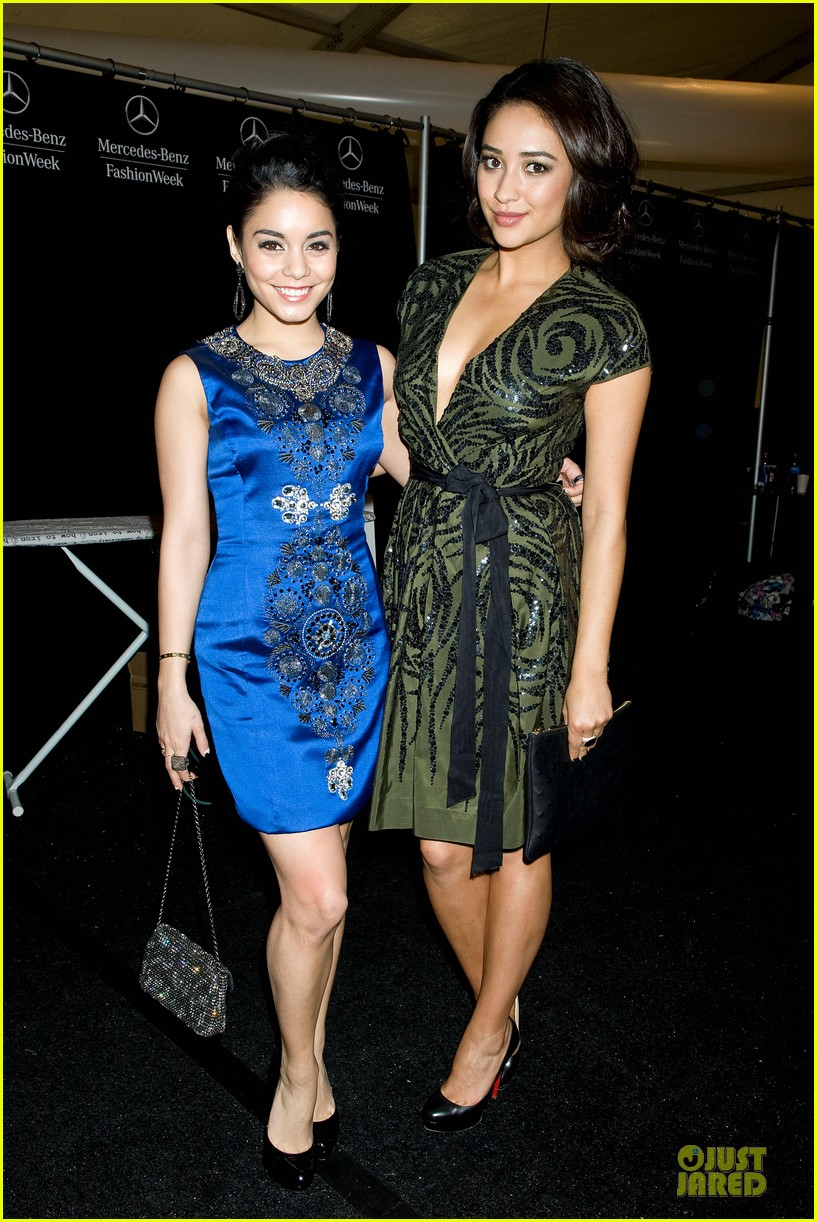 vanessa hudgens matt damon naeem khan fashion show 06