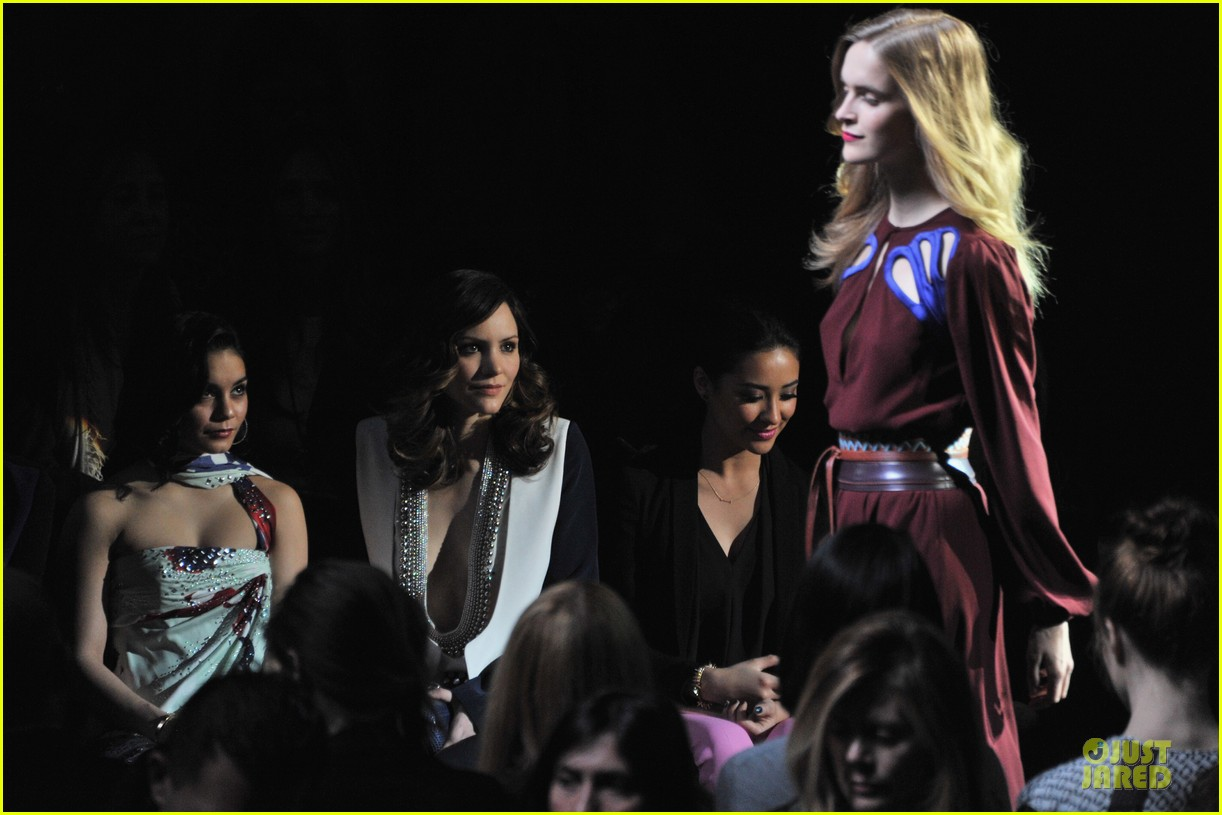 vanessa hudgens dvf fashion show 042809858